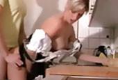 Geile Blondine im sexy Dirndl