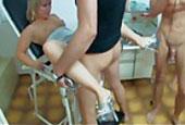 umgekehrte reiterstellung sex auf dem stuhl