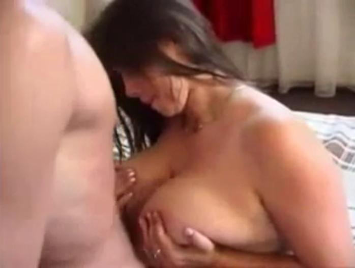 femdom erziehung schwanz zwischen titten