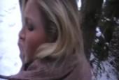Blondine im Winterwald geknallt