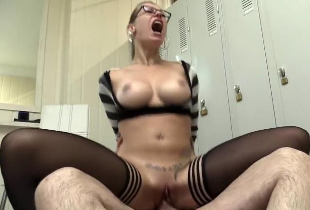 Azubine Nackt