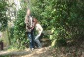 Onkel lässt sich im Wald den Schwanz blasen