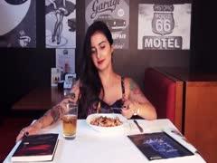 Im Motel erfasste sie die Lust beim essen