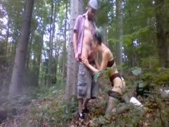 Rassige Jungfotze im Wald geknallt