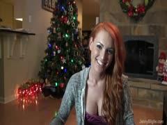 Rothaarige überrascht mit Weihnachtssex