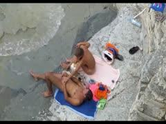 Sexgeile Freundin am Strand genagelt