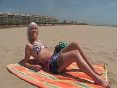 Blondes Strandflittchen abgefickt