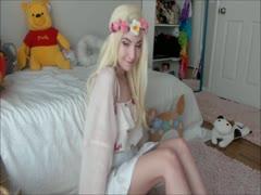 Blondes Hippie Mädel und ihr Dildo